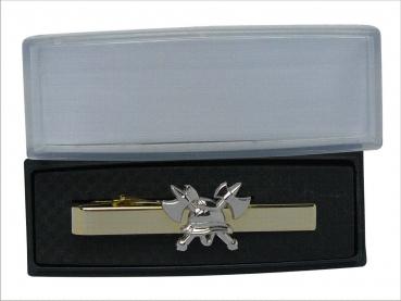 luxusní kravatová spona HASIČI pozlacená se stříbrnou 3D helmou a sekerkami